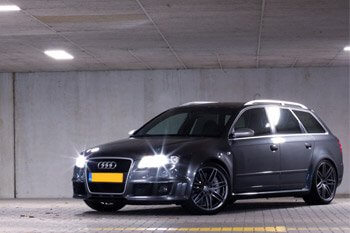 Auto Audi Rs4 carwrapping